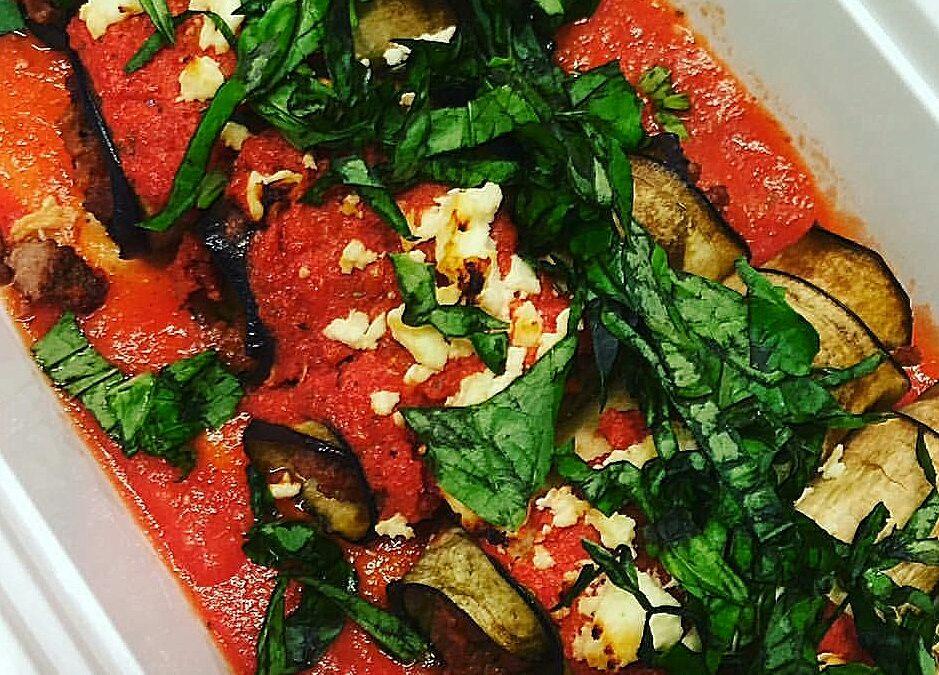 גלילות חצילים ומוצרלה ברוטב עגבניות